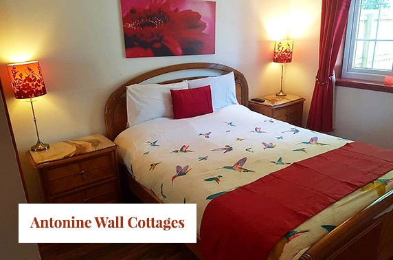Getaway to Doocot cottage with hot tub at Antonine Wall Cottages