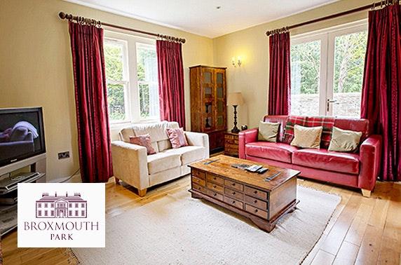 Hot tub cottage group getaway - £27pppn