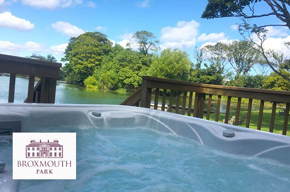 Private hot tub lodge at Broxmouth Park stay