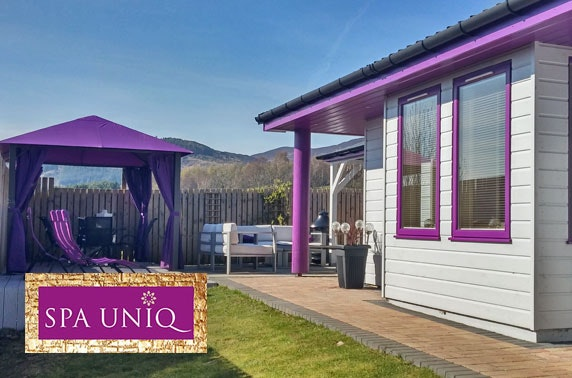 Luxury cabin stay & hot tub, nr Pitlochry