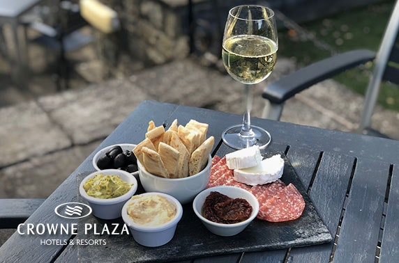 4* Crowne Plaza sharing platter and wine